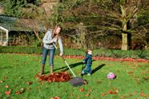 Balai Light Fiskars - Fini les outils de jardinage lourds et peu adaptés aux mains féminines