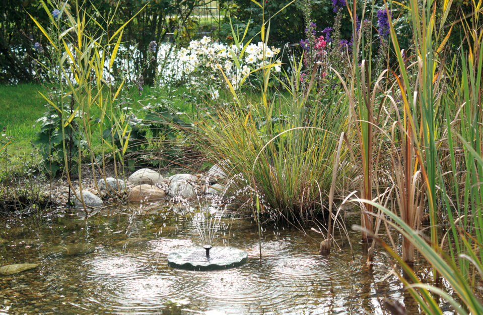 Fontaine solaire flottante PondoSolar Lily Island