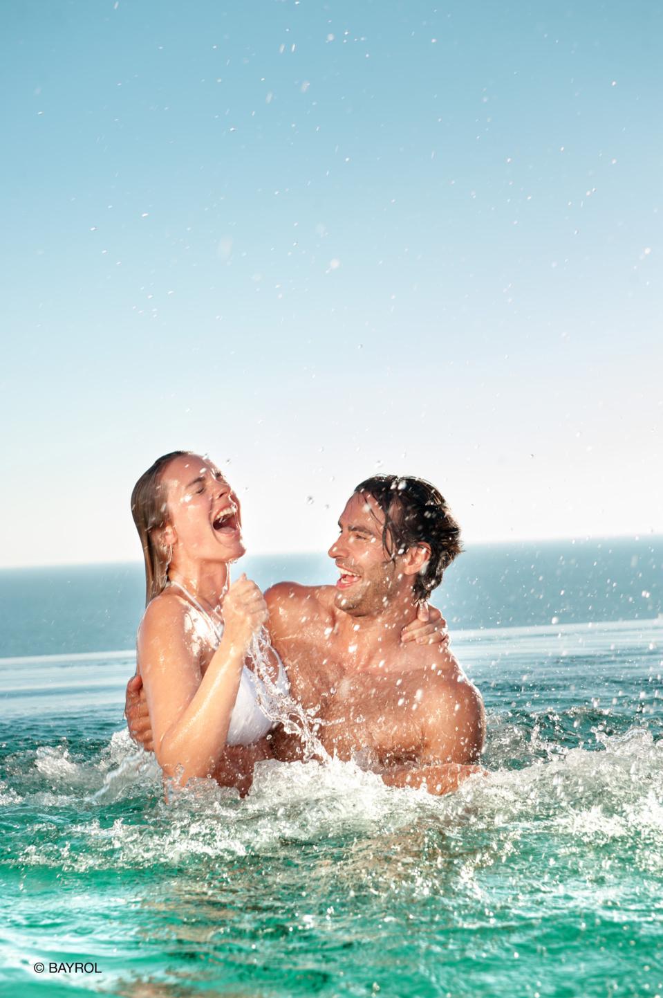 Nouveau Naturally Salt by BAYROL : une gamme complète exclusivement dédiée aux piscines au sel