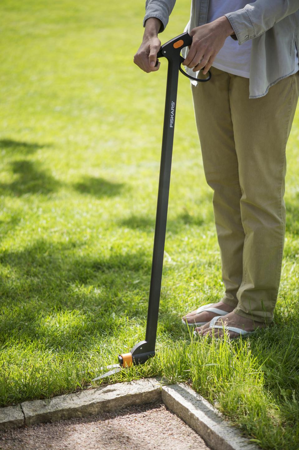 Tondeuse hélicoïdale et cisailles à gazon - Les solutions Fiskars pour une pelouse plus verte et des finitions impeccables
