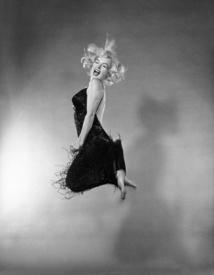 Entrez dans la légende de la photographie à  Bercy Village avec l'exposition :  « Magnum Photos, histoires de portraits »