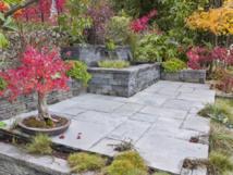 La nouvelle ligne Pierre Naturelle Bradstone et les produits de finition Idéal Jardin diversifient l'offre Fabemi