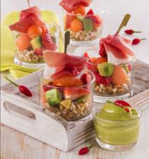 Le Consortium du Jambon de Parme vous propose sa recette de juin : Salade de fruits et céréales, sauce aigre-douce et jambon de Parme