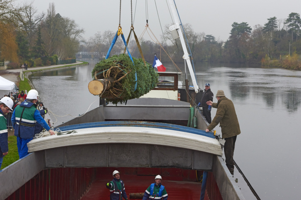 Le sapin de l'Elysée arrivera par voie d'eau - Un Noël 2014 sous le signe d'un engagement pour la Croissance verte