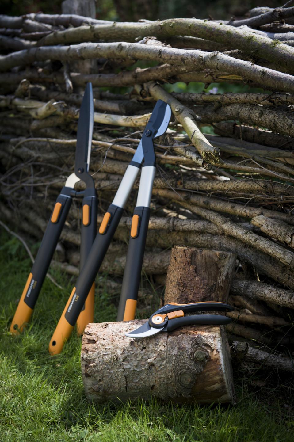 Sécateurs, coupe-branches et cisaille à haies Fiskars