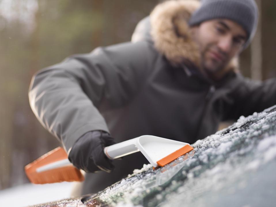 Gammes Fiskars SnowXpert et Solid - Championnes du déneigement !