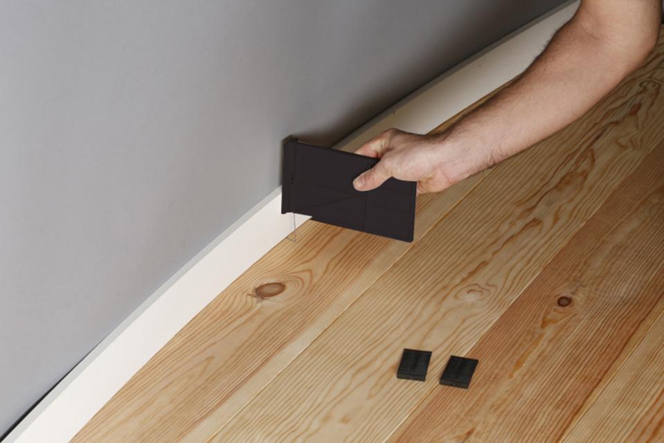 Nouveau FixPlinthe® EDMA OUTILLAGE - Kit de calage et de serrage pour la pose de plinthes et de sols stratifiés