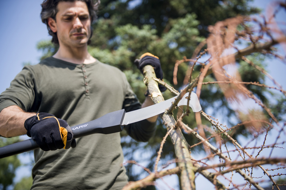 Fiskars WoodXpertTM Les outils indispensables pour le bûcheronnage