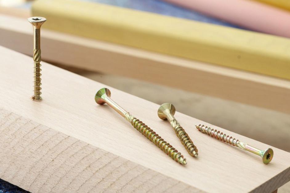 FISCHER - Vis de charpentier et vis à bois Power-Fast - Des vis à bois haute performance, plus sûres et plus faciles à mettre en œuvre