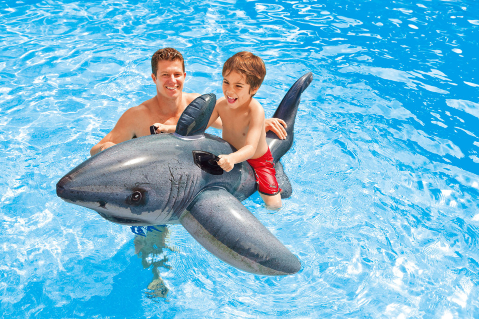 LES CHEVAUCHABLES INTEX - S'amuser au dos du grand requin blanc, de la raie manta ou du homard