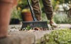 Nouveau - Balais de jardin multi-usages Fiskars - Pour balayer efficacement et sans effort